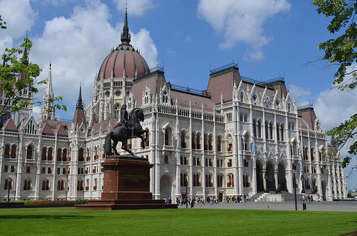 Парламент – Busfor.ua