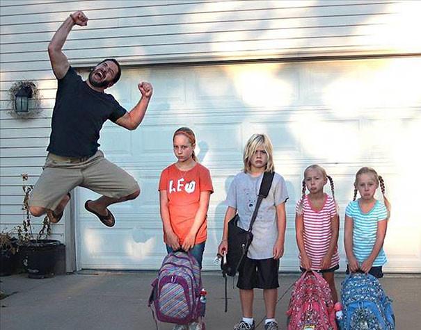 Папа рад, что дети идут в школу