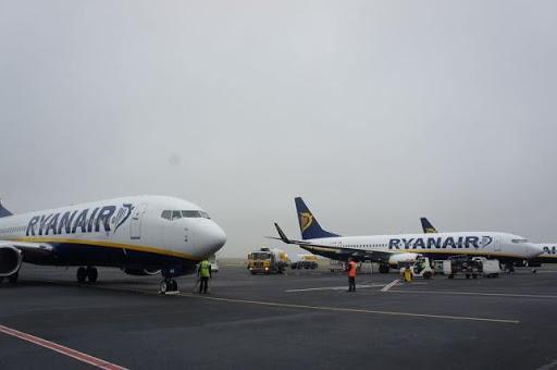 Beauvais airport Ryanair planes