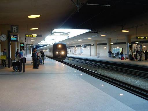 train station Copenhagen airport
